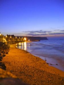Abends an der Strandpromenade