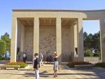 Kolonadengebäude auf dem Soldatenfriedhof