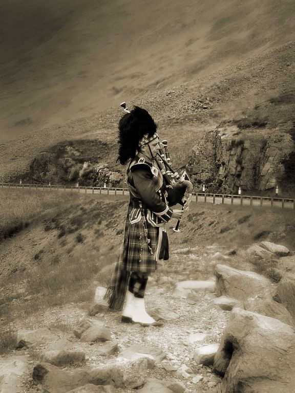 cds80040_Piper_im_Glen_Coe
