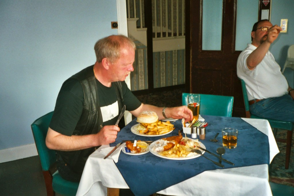 Monsterburger im Bettyhill Hotel